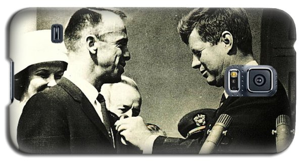 John F Kennedy With Astronaut Alan B Shepard Jr Galaxy S5 Case