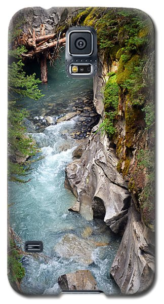 Galaxy S5 Case featuring the photograph Johnston Canyon by Yue Wang
