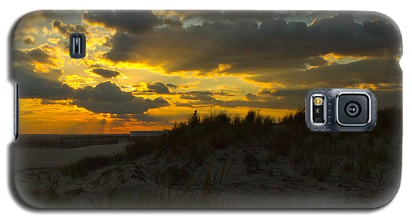 Galaxy S5 Case featuring the photograph Jones Beach Sunset Two by Jose Oquendo