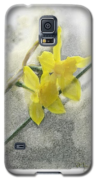 Galaxy S5 Case featuring the photograph Jonquils by Robert Camp