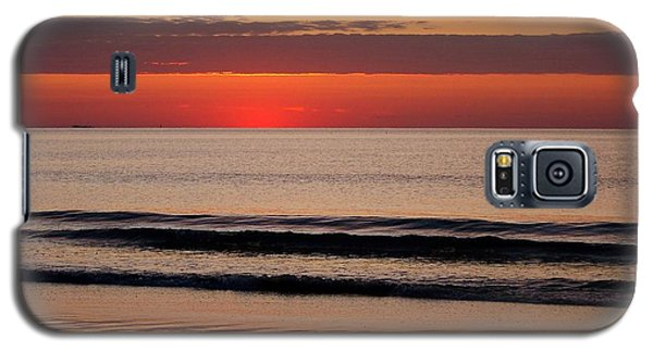Galaxy S5 Case featuring the photograph Just Showing Up Along Hampton Beach by Eunice Miller