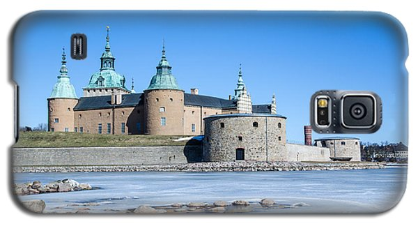 Galaxy S5 Case featuring the photograph Kalmar Medieval Castle by Kennerth and Birgitta Kullman
