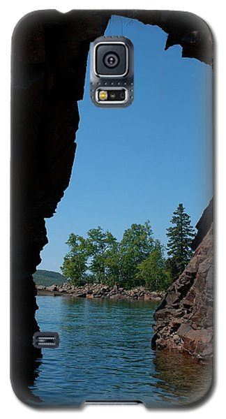 Galaxy S5 Case featuring the photograph Kayaking Through The Arch by Sandra Updyke
