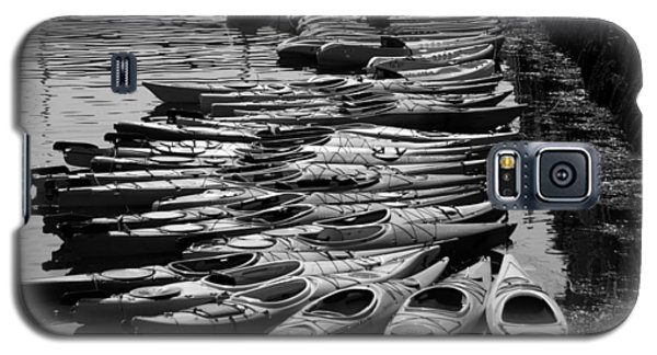 Kayaks At Rockport Black And White Galaxy S5 Case