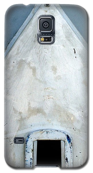 Galaxy S5 Case featuring the photograph Keel Hole by Robert Riordan