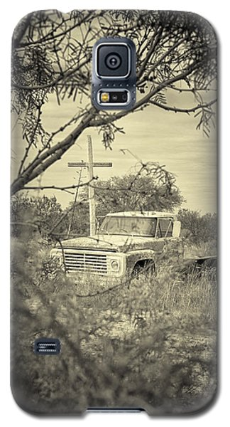 Galaxy S5 Case featuring the digital art Keeping Watch by Erika Weber