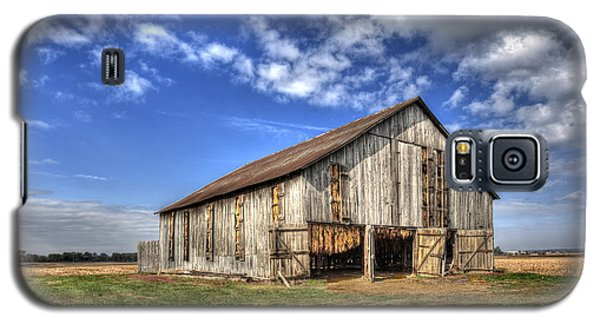 Galaxy S5 Case featuring the photograph Kentucky Tobacco Barn by Wendell Thompson
