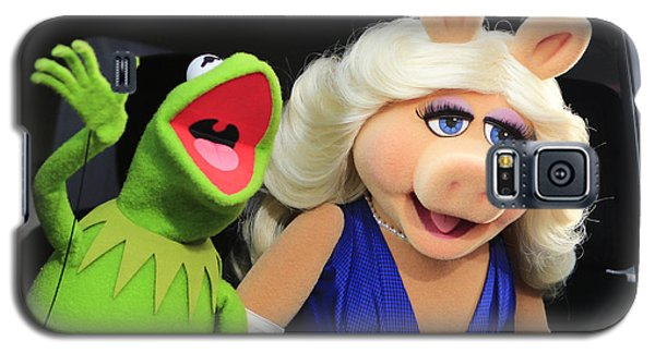 Kermit Takes Miss Piggy To The Movies Galaxy S5 Case by Nina Prommer