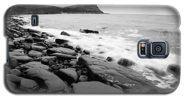 Kimmeridge Bay In Black And White Galaxy S5 Case by Ian Middleton