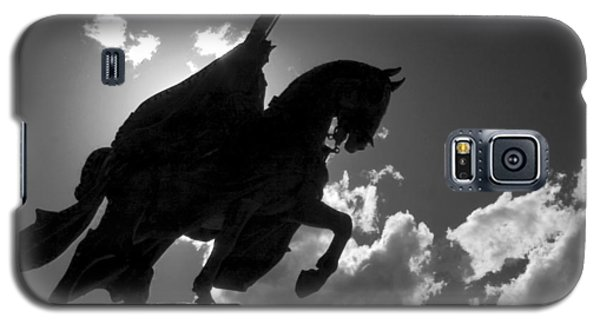 King Horseback Statue Black White Galaxy S5 Case
