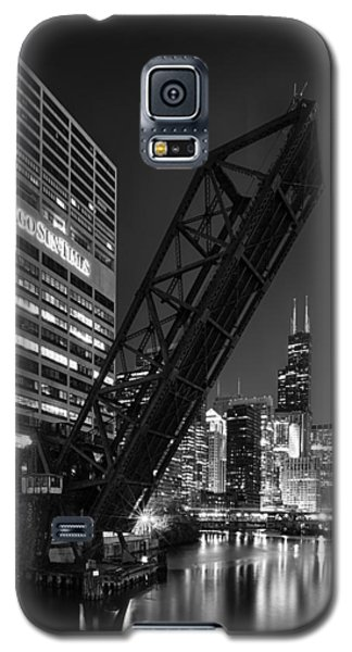 Kinzie Street Railroad Bridge At Night In Black And White Galaxy S5 Case by Sebastian Musial
