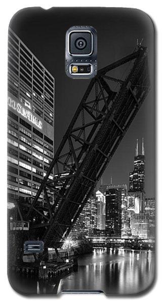 Kinzie Street Railroad Bridge At Night In Black And White Galaxy S5 Case
