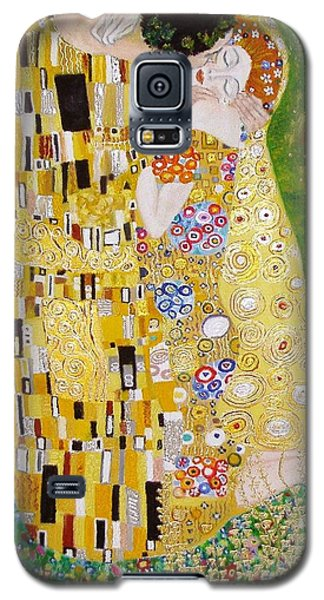 Galaxy S5 Case featuring the painting Kiss G.klimt by Nina Mitkova