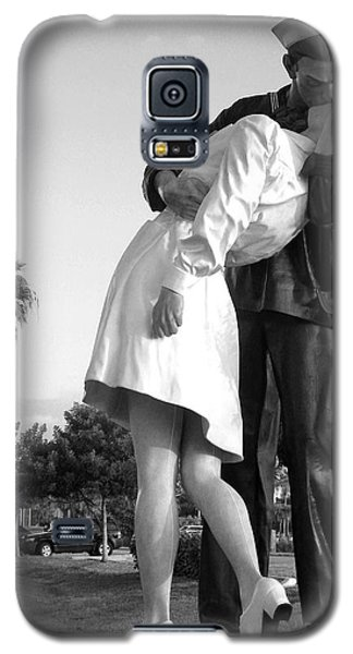 Kissing Sailor And Nurse Galaxy S5 Case by Christiane Schulze Art And Photography