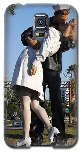 Galaxy S5 Case featuring the photograph Kissing Sailor - The Kiss - Sarasota by Christiane Schulze Art And Photography