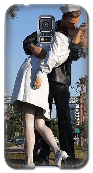 Kissing Sailor - The Kiss - Sarasota Galaxy S5 Case by Christiane Schulze Art And Photography