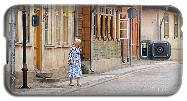 Kuldiga Street Crossing Galaxy S5 Case by Martin Konopacki