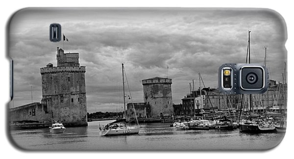 Galaxy S5 Case featuring the photograph La Rochelle by Cendrine Marrouat