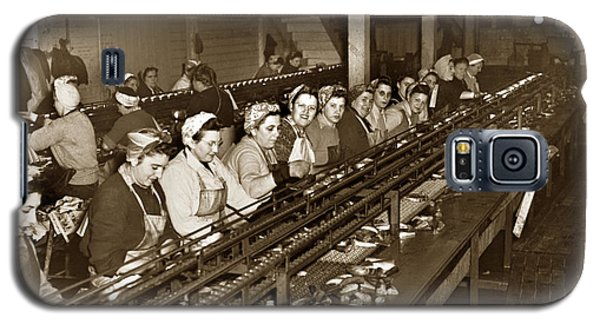 Ladies Packing Sardines In One Pound Oval Cans In One Of The Over 20 Cannery's Circa 1948 Galaxy S5 Case