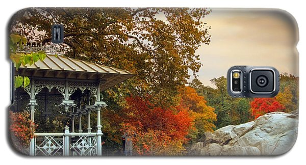 Ladies Pavilion In Autumn Galaxy S5 Case
