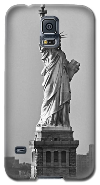 Lady Liberty Black And White Galaxy S5 Case by Kristin Elmquist