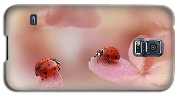 Ladybug Galaxy S5 Case - Ladybirds On Pink Hydrangea. by Ellen Van Deelen