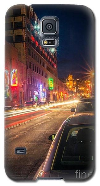 Galaxy S5 Case featuring the photograph Lake Avenue Saturday Night by Mark David Zahn