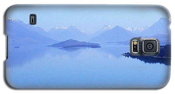 Galaxy S5 Case featuring the photograph Lake Glenorchy New Zealand by Ann Lauwers