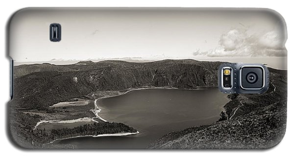 Lake In A Crater Galaxy S5 Case