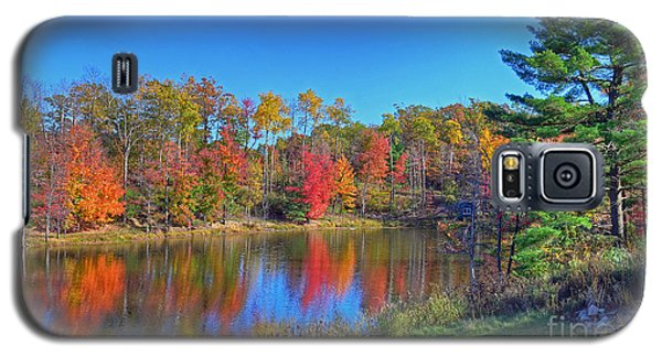 Galaxy S5 Case featuring the photograph Lake In The Woods by Rodney Campbell