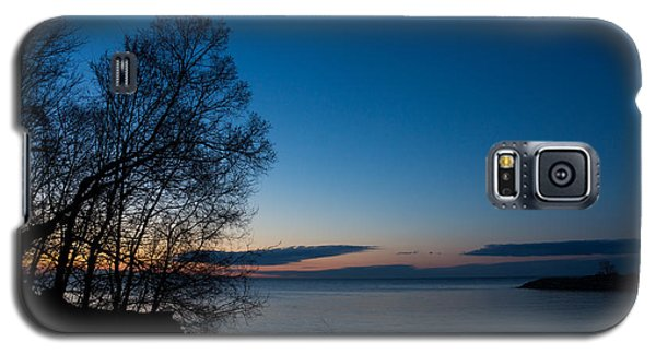 Galaxy S5 Case featuring the photograph Lake Ontario Blue Hour by Georgia Mizuleva