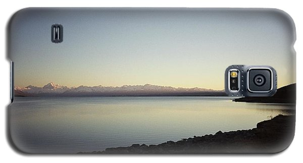 Galaxy S5 Case featuring the photograph Lake Pukaki First Light by Peter Mooyman