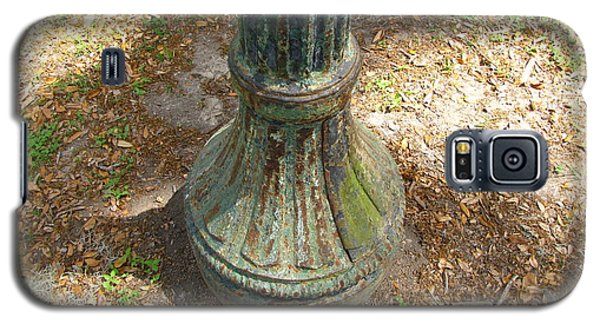 Galaxy S5 Case featuring the photograph Lamp Post by Beth Vincent