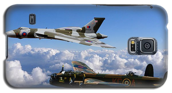 Lancaster Bombers And Vulcan Xh558 Galaxy S5 Case by Ken Brannen