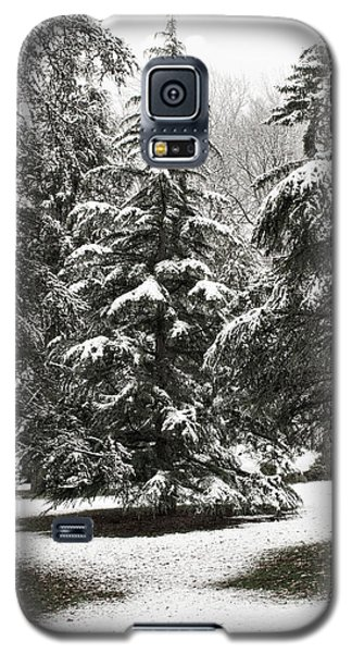 Galaxy S5 Case featuring the photograph Late Season Snow At The Park by Gary Slawsky