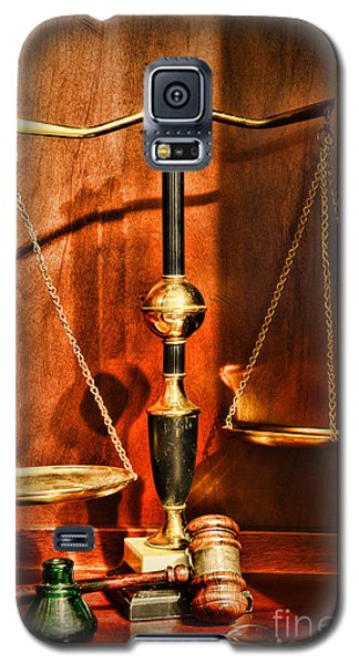 Lawyer - Scales Of Justice Galaxy S5 Case by Paul Ward