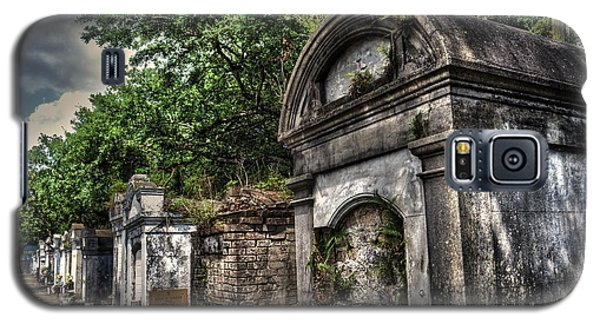 Galaxy S5 Case featuring the photograph Layfayette Cemetery New Orleans by Timothy Lowry