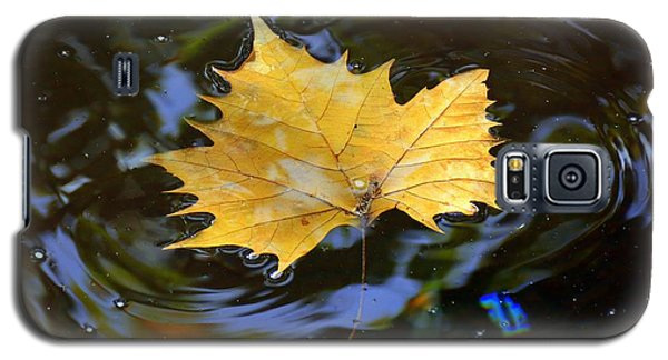 Galaxy S5 Case featuring the photograph Leaf In Pond by Lisa L Silva