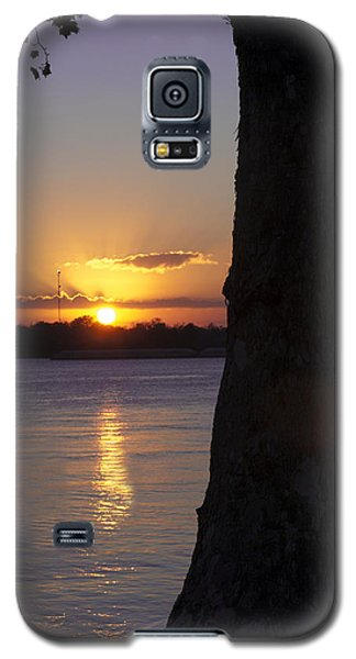 Galaxy S5 Case featuring the photograph Leake Avenue Mississippi River Sunset by Ray Devlin