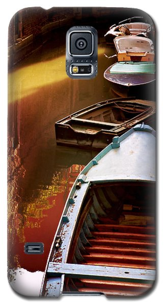 Galaxy S5 Case featuring the photograph Legata Nel Canale by Micki Findlay