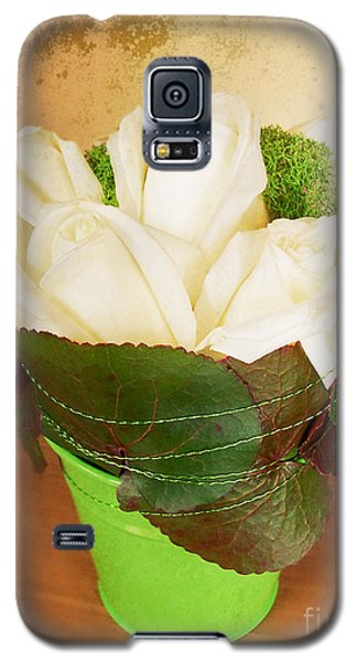 Galaxy S5 Case featuring the photograph Les Fleurs by Maria Janicki