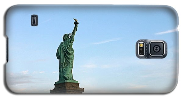 Galaxy S5 Case featuring the photograph Liberty And Moon by Jose Oquendo