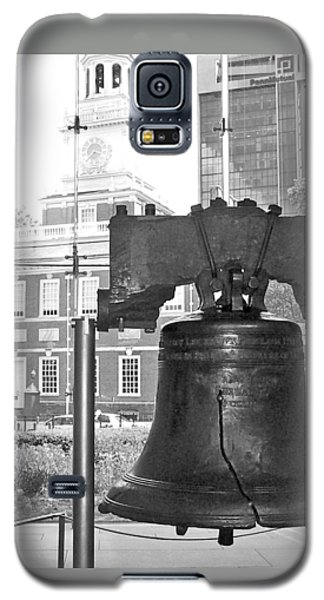 Liberty Bell And Independence Hall Bw Galaxy S5 Case