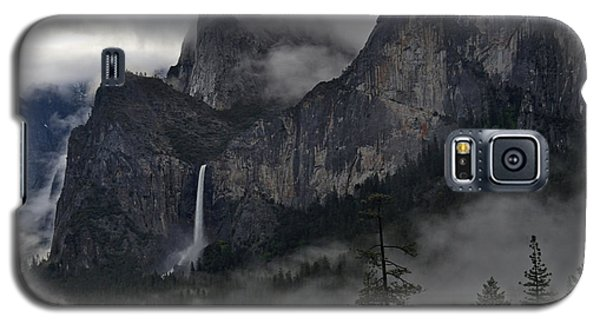 Lifting Fog And Clouds At Bridalveil Fall Galaxy S5 Case