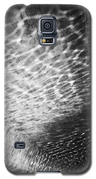 Light Reflections Black And White Galaxy S5 Case by Matthias Hauser