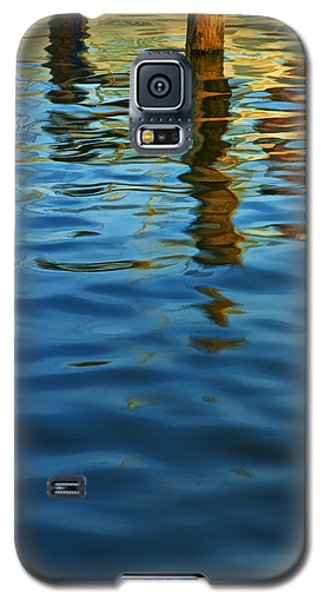 Light Reflections On The Water By A Dock At Aransas Pass Galaxy S5 Case