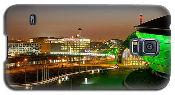 Light Trails At The Exhibition Centre Galaxy S5 Case by Stephen Taylor
