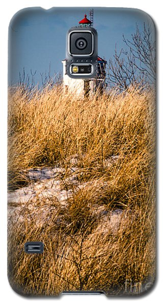 Galaxy S5 Case featuring the photograph Lighthouse Amongst The Tall Grass by Mark David Zahn