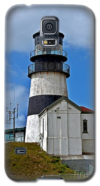 Galaxy S5 Case featuring the photograph Lighthouse At Cape Disappointment Washington by Valerie Garner