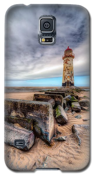 Lighthouse At Talacre  Galaxy S5 Case by Adrian Evans